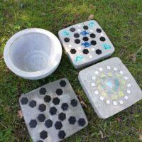 Säät ovat suosineet ulkona työskentelyä. Olemme valmistaneet betonista mm. mosai...