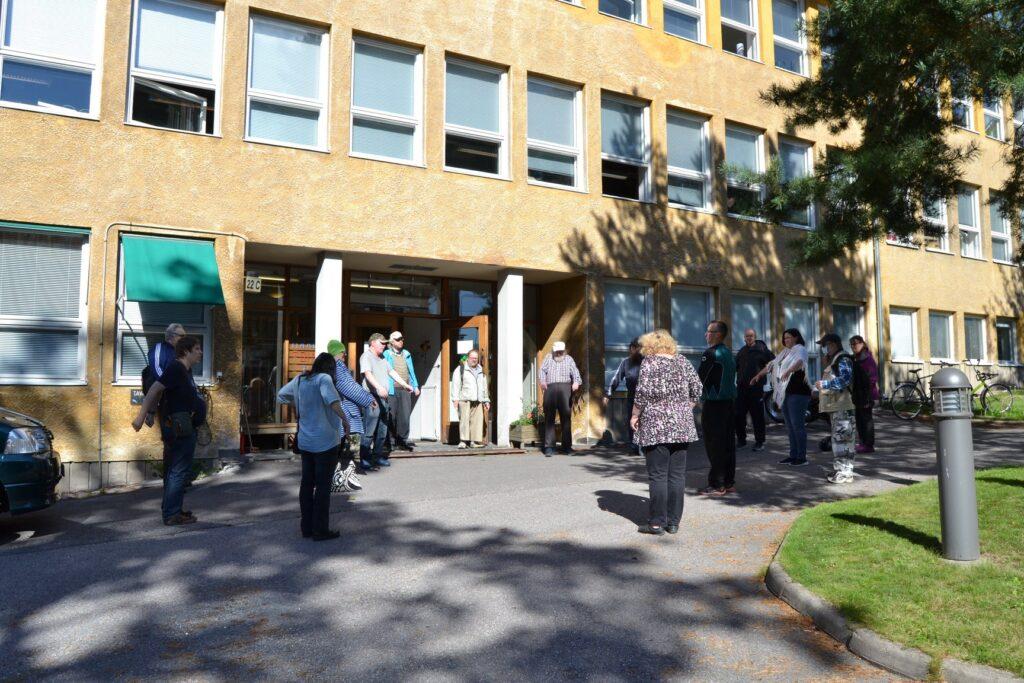 Mielenterveysyhdistys Vernetti järjesti kaikille avoimen kävelytapahtuman. Lähtö...