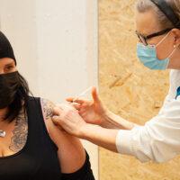 18–44-vuotiaiden vakavalle koronavirustaudille alttiiden helsinkiläisten koronavirusrokotukset alkavat